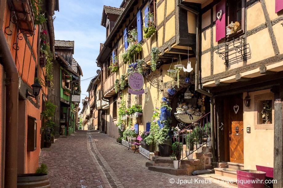 La pittoresque rue des Remparts à Riquewihr